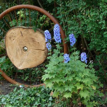 Kunst in kleinen Gärten